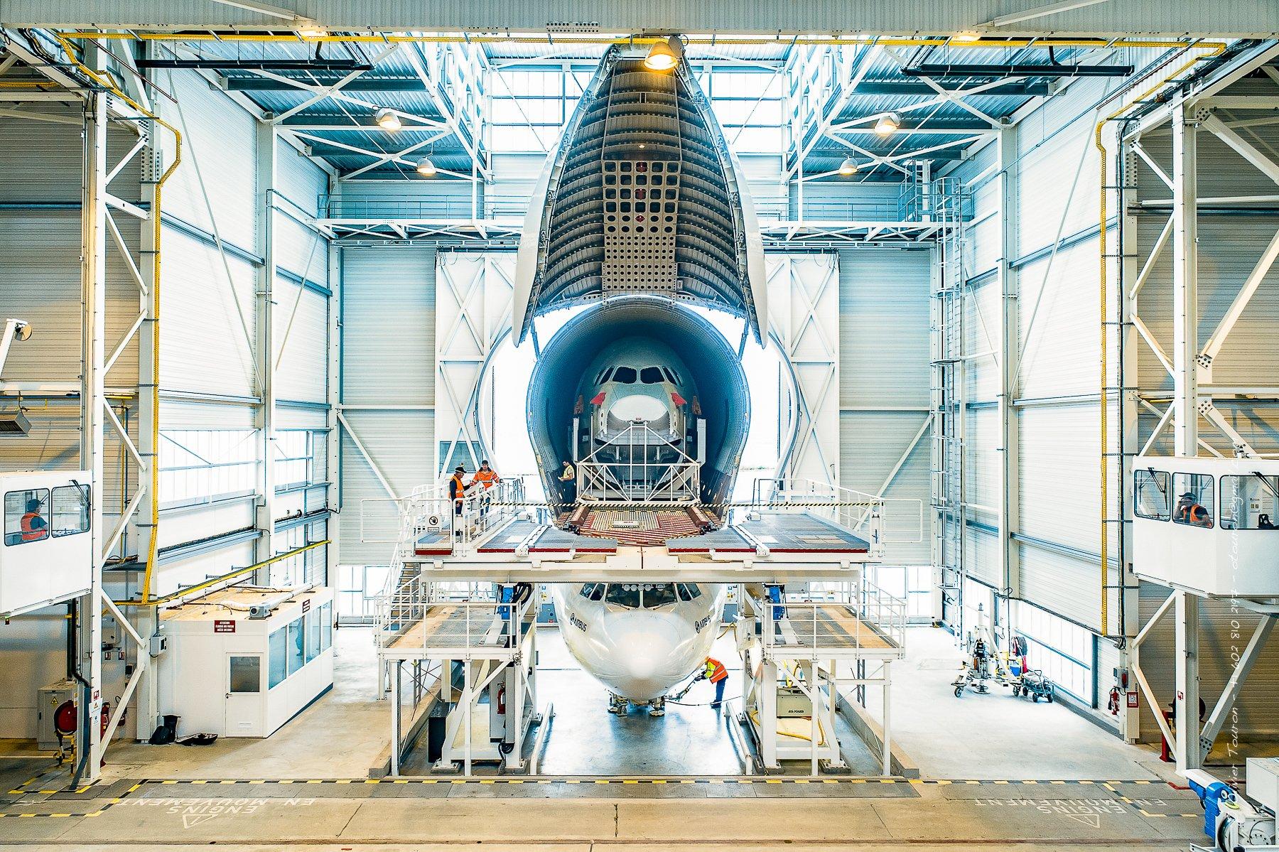 06 juin 2018. Aéroport de Saint-Nazaire Montoir. Hangar Airbus pour l'avion cargo Beluga. Chargement et déchargement de pièces d'Airbus. // © Olivier Touron / Divergence