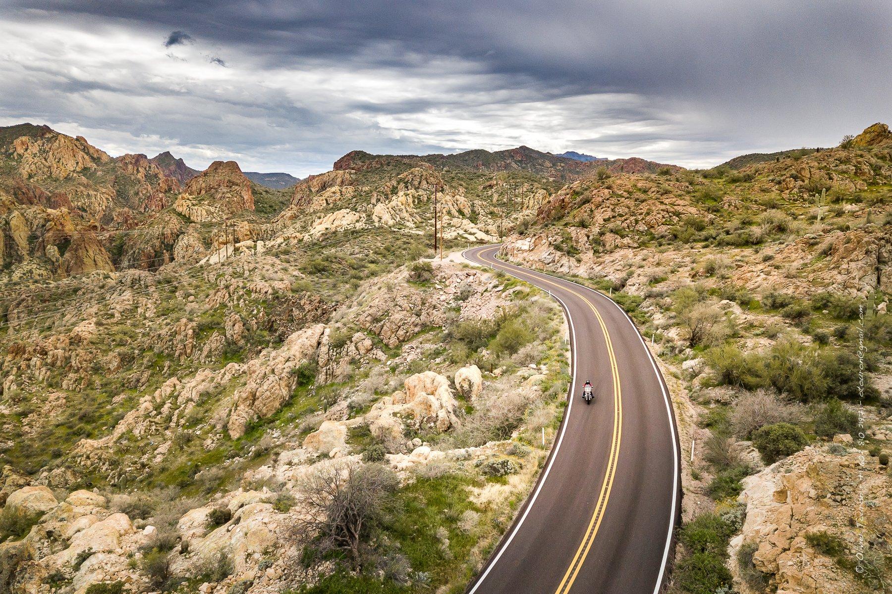 Arizona. Printemps 2019. Sur le parcours Apache Trail, à l'est de Phoenix. Une boucle de 240 miles qui montre la jonction du désert de Sonora avec les montagnes de la superstition. // © Olivier Touron / Divergence
